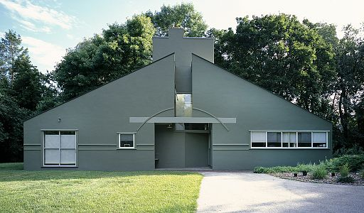 Front view, Vanna Venturi House Image by Carol Highsmith [Public domain or Public domain], via Wikimedia Commons